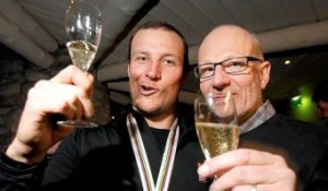 Aksel and his dad celebrating on Monday night. Photo: Aftenposten.