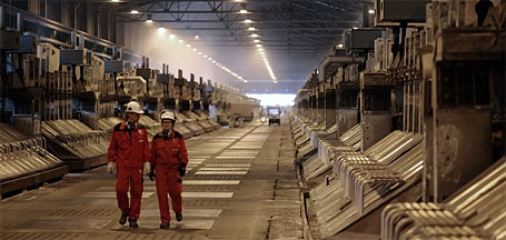 SU 3: The 40-year-old Su 3 at Hydro's aluminium plant at Sunndalsøra, Norway, is the oldest production line still in operation in the company. (Photo: Dag Jenssen)