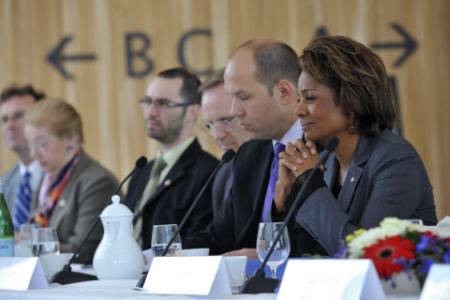 The Governor General Michaëlle Jean (right) met with Canadian and Norwegian business people to discuss what businesses can do to mitigate the negative effects of climate change. The discussion took place at the Norwegian National Opera and Ballet in Oslo on April 28. Photographer: Sgt Serge Gouin, Rideau Hall / www.gg.ca.