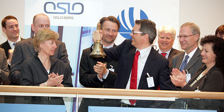 OSLO BØRS: Shares in Hydro were first listed in Oslo on April 16, 1909. On Thursday morning, the centennial was celebrated when the bell was rung in traditional style by Hydro's President and CEO Svein Richard Brandtzæg to mark the opening of trading on the stock exchange. (Photo: Kåre Foss)