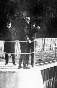 POWER FROM THE WATERFALL: The availability of hydroelectric power was the starting point for the major industrial development project in Telemark at the beginning of the last century. Pictured here is King Haakon VII of Norway accompanied by Hydro's founder Sam Eyde at the Svælgfos power station dam at Notodden in 1909. (Archive photo: Hydro)
