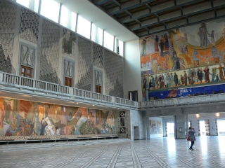 Central Hall at the Oslo City Hall. Photo © Jackie Craven