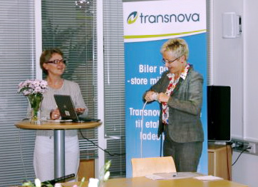 From left: Transnova's administrative assistant Eva Solvi, Norway's Minister of Transport and Communications Liv Signe Navarsete. Photo: Anne Mari Norheim / Transnova.no