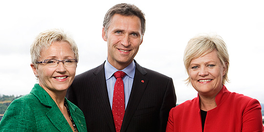 Kristin Halvorsen (right) together with Liv Signe Navarsete (Minister of Transport and Communications and leader of the Centre Party), Jens Stoltenberg (Prime Minister and leader of the Labor Party). Photo: Berit Roald/Scanpix. Government.no.