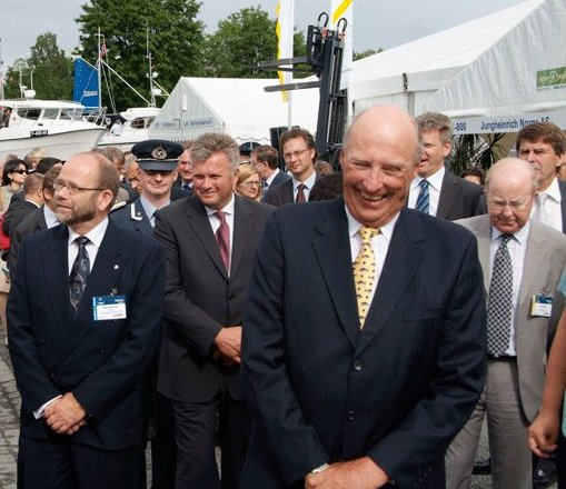 King Harald V (front) also visited the trade show in 2006. Photo: Nor-fishing.