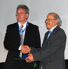 tatoil's Lasse Amundsen (left) receives the Conrad Schlumberger award from EAGE president Mahmoud Abdulbaqi.