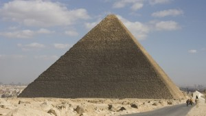 Architect Ole Jørgen Bryn has reconstructed how the construction of Khufus pyramids (Great Pyramid of Giza) in Egypt was planned. Photo: Håvard Houen / NRK