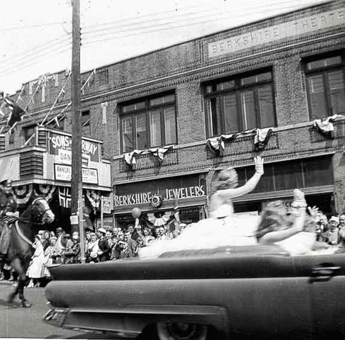 Miss Norway parade in Bay Ridge, Brooklyn, N.Y. Photo: Scandinavian East Coast Museum