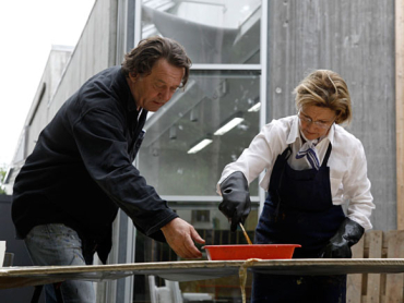 HM Queen Sonja working with artist Kjell Nupen on the project.