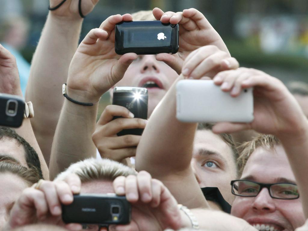 Фото и видео с мобильных телефонов девок
