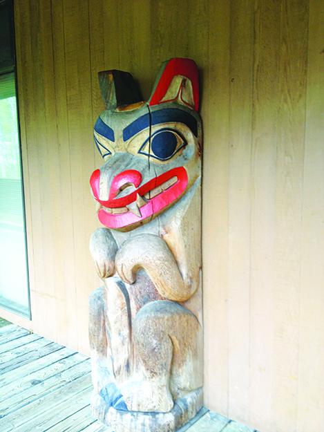 Photo: Emily C. Skaftun Totem pole critter