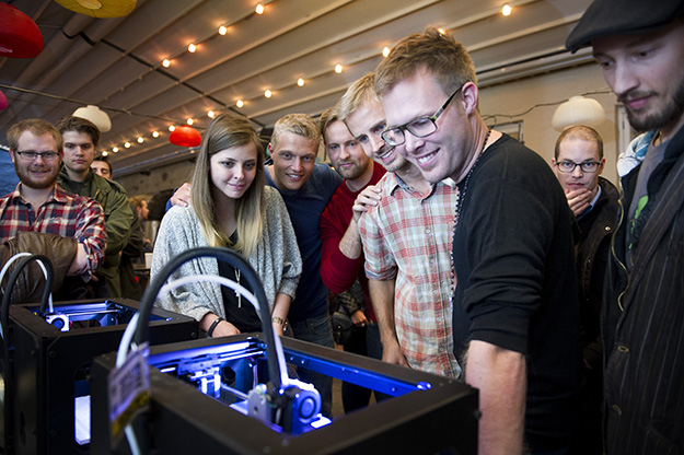 Photo: Gorm K. Gaare / Oslo Innovation Week The Mesh — Maker Revolution team in front of a 3D printer at OIW 2013. Oslo has fostered a strong Maker culture.