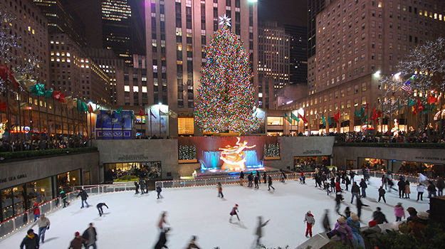Photo: Wikimedia Commons / Gabriel Rodríguez Festive New York is a great place to celebrate the Christmas season.
