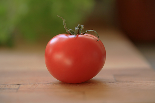 "Photo: Henrik Omma / Wikimedia Commons You say ""tomato,"" I say tómatar."