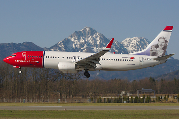 Photo: Biggerben / Wikimedia Commons Norwegian Air Shuttle landing in Salzburg.