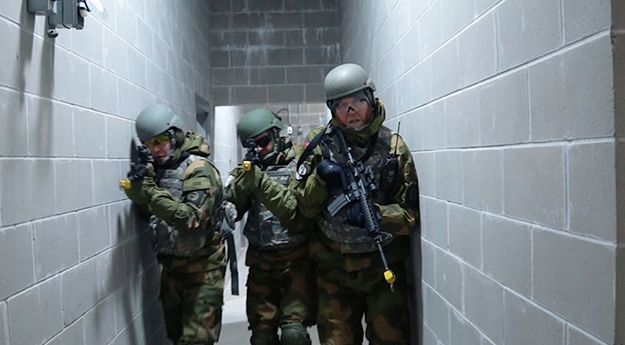 Photo: Aaron Hagström  Norwegian soldiers clear a building of terrorists.