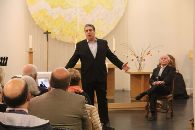 "Photo: Marit Areklett Frank Basile, bass-baritone, singing ""Min gule blomst i Texas / The Yellow Rose of Texas"" in Norwegian, with the man of the hour looking on."