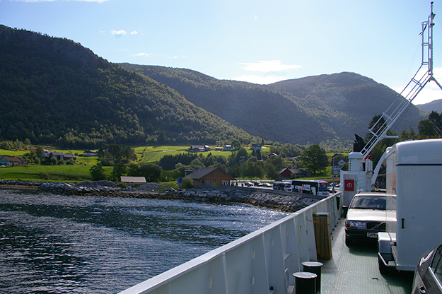 Photo: Frokor / Wikimedia Commons A ferry at the Oppedal terminal.