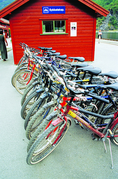 Photo: Per Eide Bikes can be rented at Haugastøl, Finse, and Myrdal.