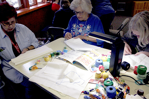 Photo: Nancy Holter Students learn huck weaving at the District 2 Sons of Norway Heritage Retreat.