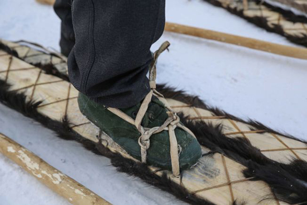 Photo: Espen Finstad / Oppdal Fylkeskommune Closeup of the skis and bindings.