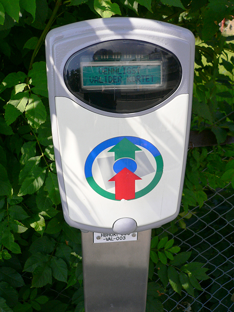 Photo: hirotomo t / Wikimedia Commons Flexus ticket validator for public transport in Oslo, Norway. These systems make payment easy, but the problem is that each municipality's system is different. FourC aims to change that.