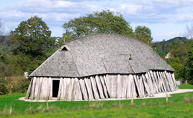 Photo: Malene Thyssen / Wikimedia Commons How would you like to live in something like this reconstructed longhouse with a bunch of farm animals?