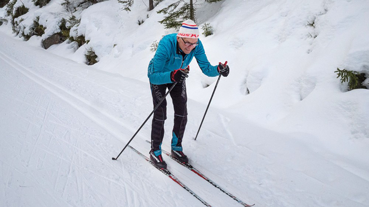 Photo: Alexander Nordby / NRK  Gunnar Tronsmoen is practicing to double pole the Birkebeinerrennet race this year.