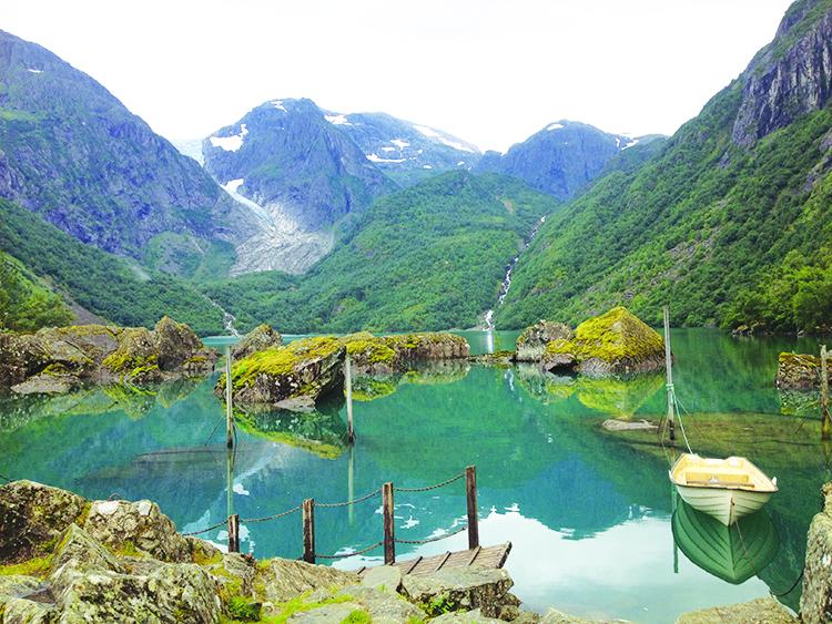 Photo: Linn Chloe Hagstrøm Bondhusvatnet & Folgefonna glacier.