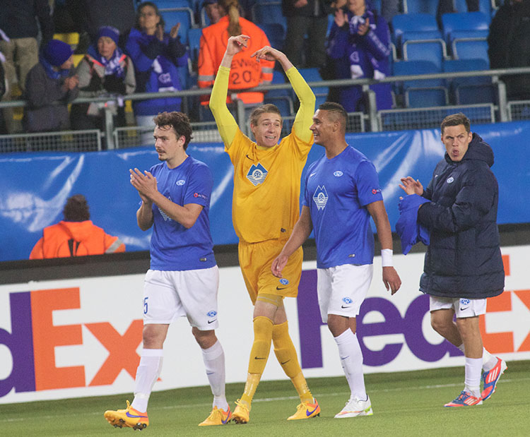 Photo: Molde FK Ethan Horvath (center) shows his excitement.