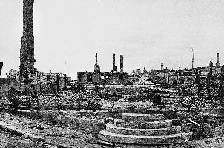 Photo courtesy of Grenselandmuseet, Kirkenes. Kirkenes after the German withdrawal. The stone steps in the foreground are all that's left of a bakery: the brick chimneys survived too. Years of Soviet bombing and the especially heavy air raid of July 1944 started fires that left the town a virtual wasteland.