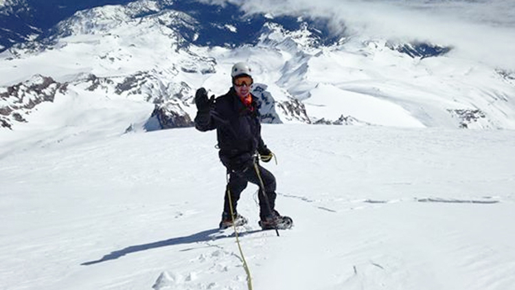 Photo: Monique Richard / NRK Lahti on his way down from the top of Mount Rainier. The snowstorm came in shortly after the photo was taken.