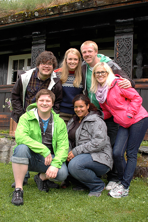 Photo courtesy of TVNorge Jessica Brustad (right) with some of her fellow season 3 contestants and the show's former host, Henriette Bruusgaard (center).