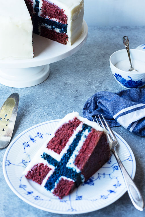 Photo: Maria Stordahl Nelson Express your inner Norwegian with this secret flag cake.