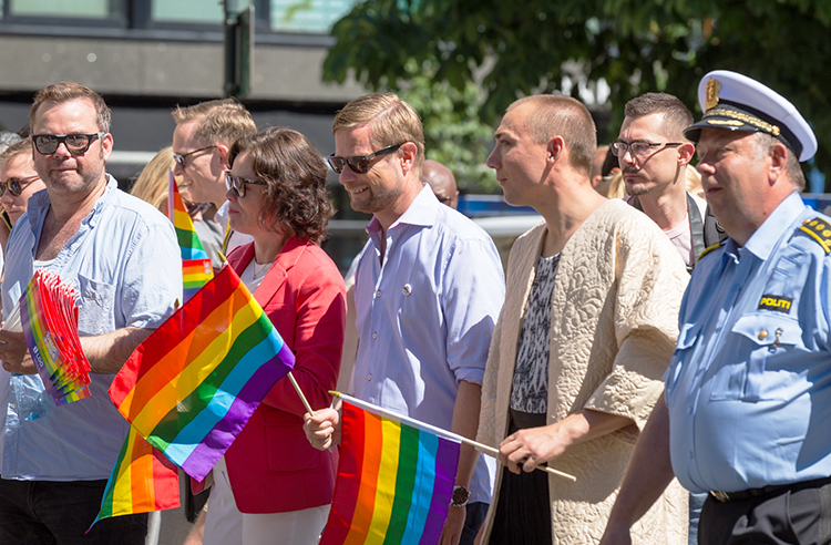 Photo: Tore Sætre / Wikimedia Solveig Horne and Bent Høie, Minister of Children and Equality and Minister of Health and Care Services, walked at the front of Oslo Pride 2015.