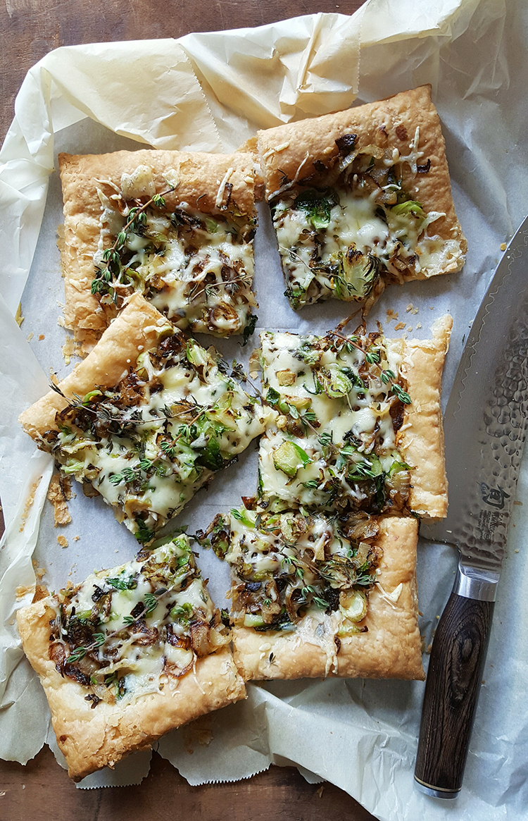 Photo: Maria Stordahl Nelson Jarlsberg is the star of this caramelized onion and vegetable tart.