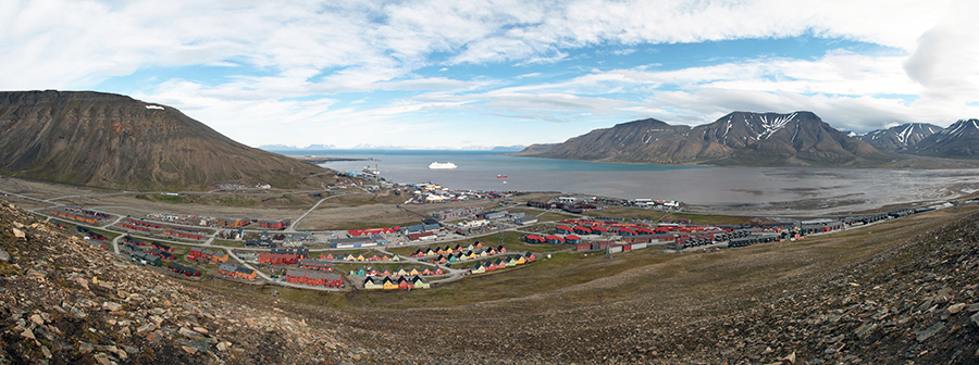 Photo: Hylgeriak / Wikimedia Commons Longyearbyen on Spitsbergen Island in the Svalbard Arctic Archipelago, in July 2011.