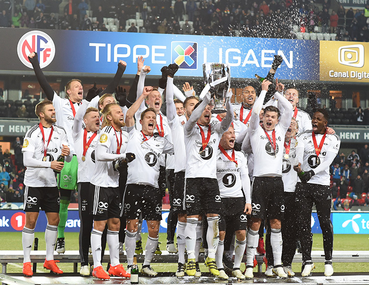 Photo: Knut Inge Røstad / RBK.no Rosenborg celebrates after topping Tippeligaen for the 24th time.