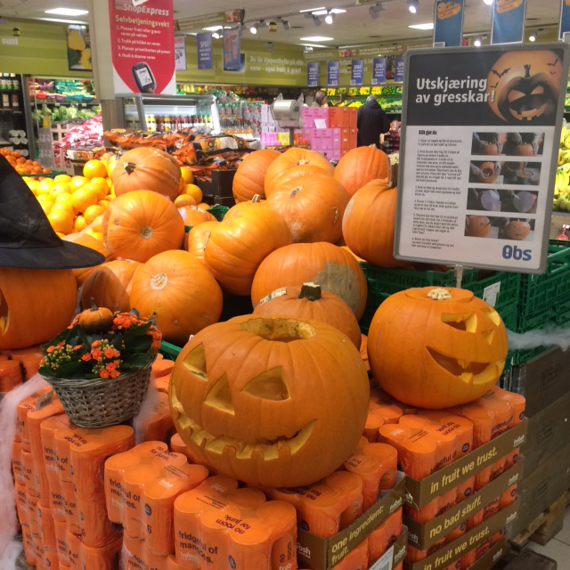 Photo: Heidi Håvan Grosch Pumpkins on display in Norway, complete with instructions on how to perform the strange American ritual of jack-o'-lantern carving.