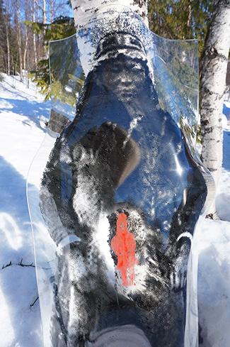 Sámi artist Tomas Colbengtson glass figure